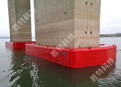 自浮式复合材料桥梁防撞设施已经安装在南海明珠大桥上