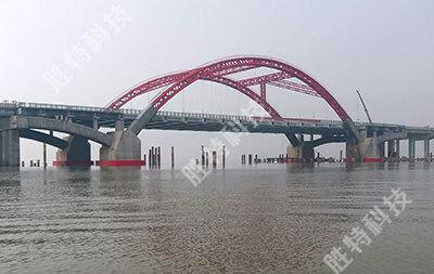 南海明珠大橋自浮式復合材料橋梁防撞設施安裝完成后的整體效果