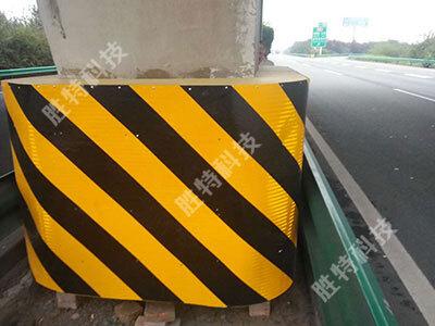 为陕西西渭(西瞳)高速安装的高速公路桥墩防撞设施