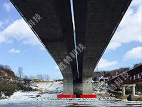 中朝圈河至元汀界河公路大桥1000吨级自浮式钢覆复合材料桥梁防撞设施