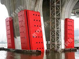 固定式钢覆复合材料桥梁防撞设施