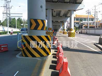 衡水胜特科技有限公司为兰州高架桥安装的柔性复合材料公路桥墩防撞护舷