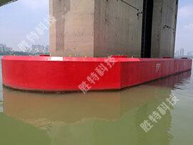 自浮式钢覆复合材料桥梁防撞设施